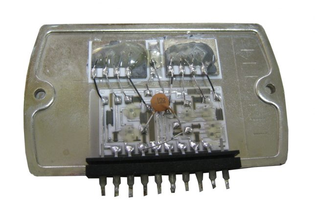 Kenwood 8300 output IC inside