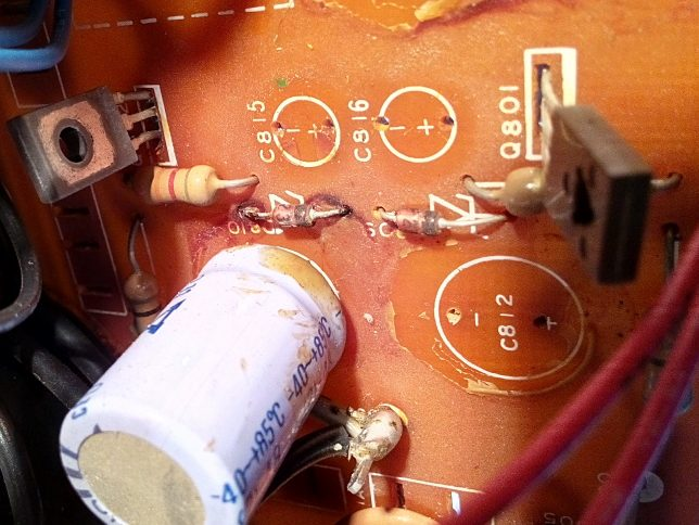 NAD 3080 capacirtor glue damage
